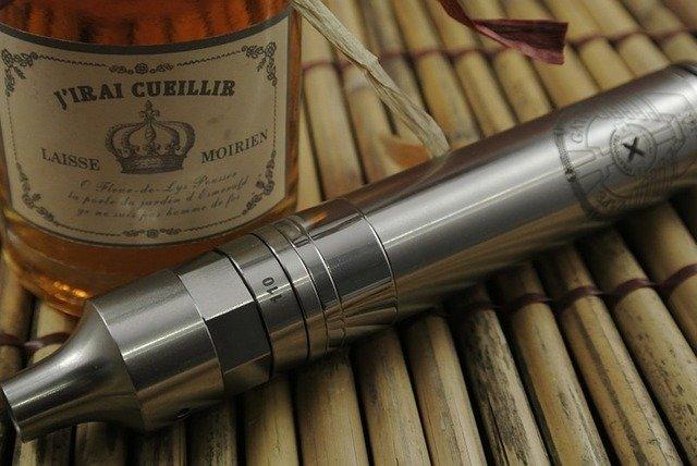 e-cigareta a láhev