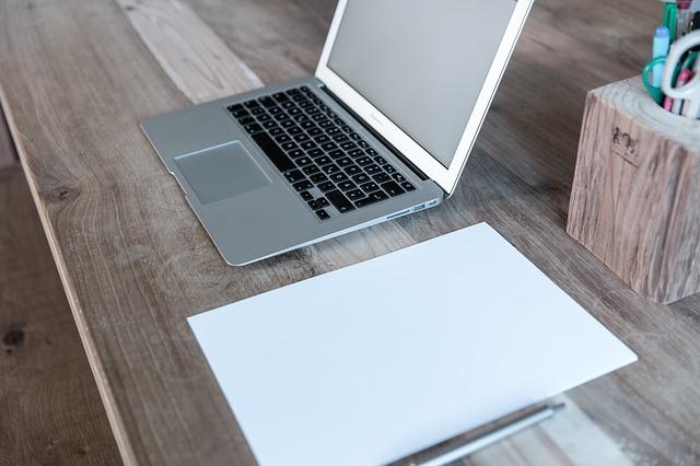 přenosný počítač a zápisník.jpg