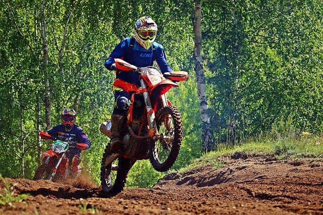 Základem pro bezpečné svezení jsou vhodné pneumatiky na motorky