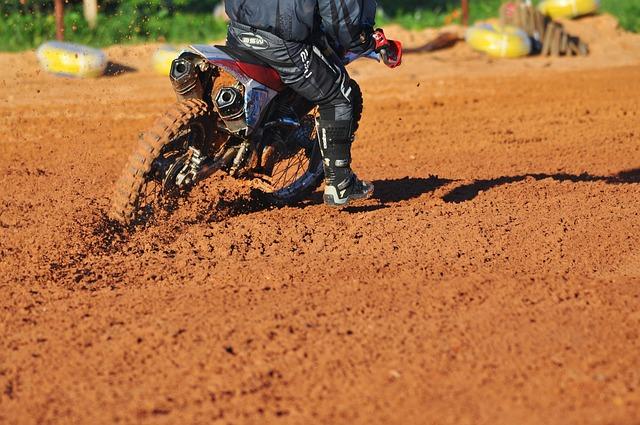motocross jízda v bahně.jpg